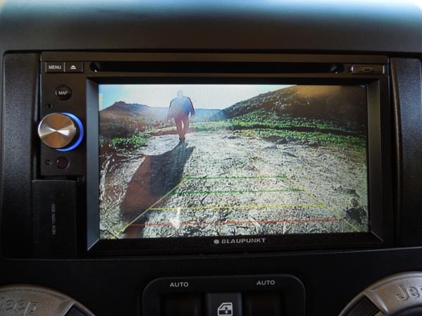 ג'יפ רנגלר מצויד במצלמת רברס לנסיעה בטוחה לאחור