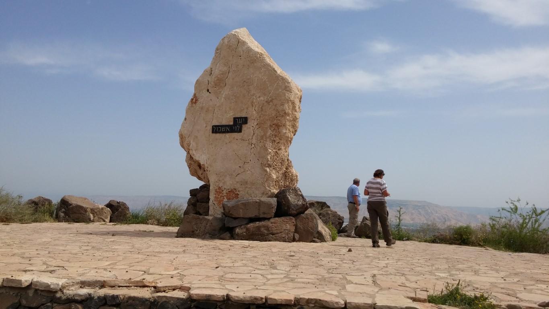 אנדרטת הנופלים במנחמיה משפחת רוזנפלד ויוסף זליקוביץ