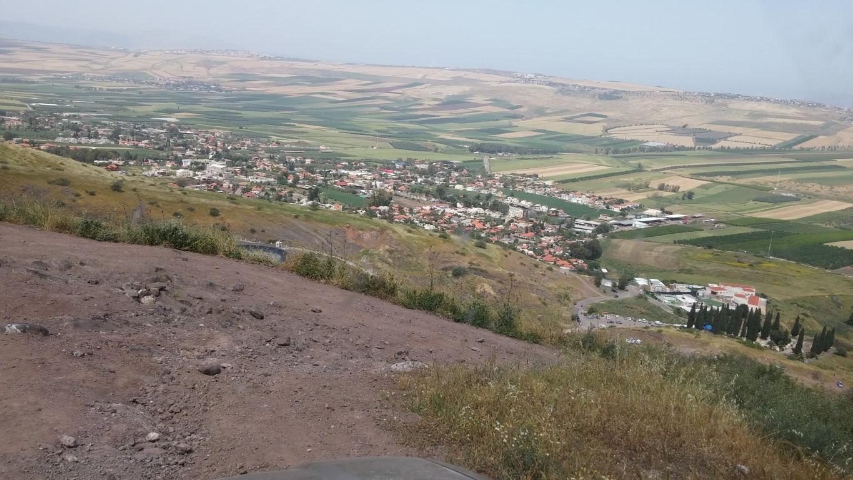 תצפית נוף מראש מצפה אלות לעבר העמק הנפרש תחתיו