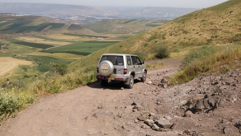 איסוזו טרופר במסלול טיול ג'יפים בעמק הירדן ממנחמיה לבית זרע