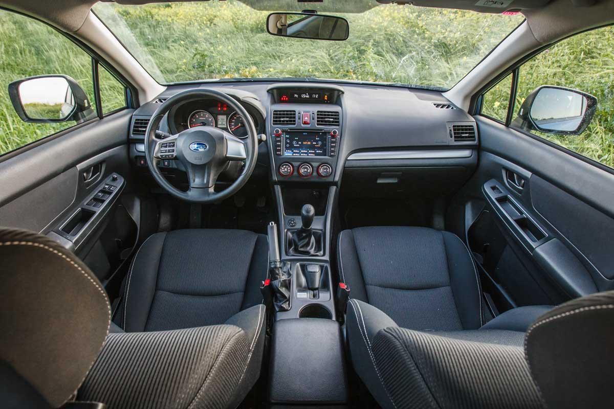 סביבת הנהג ופנים הרכב של הסובארו XV במבחן שטח מול הדאסטר החדש של דאצ'יה הרומנית