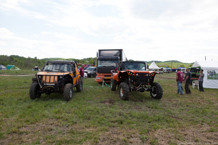 כלי הרכב של הצוותים במתחם הפיטס בקרואטיה.