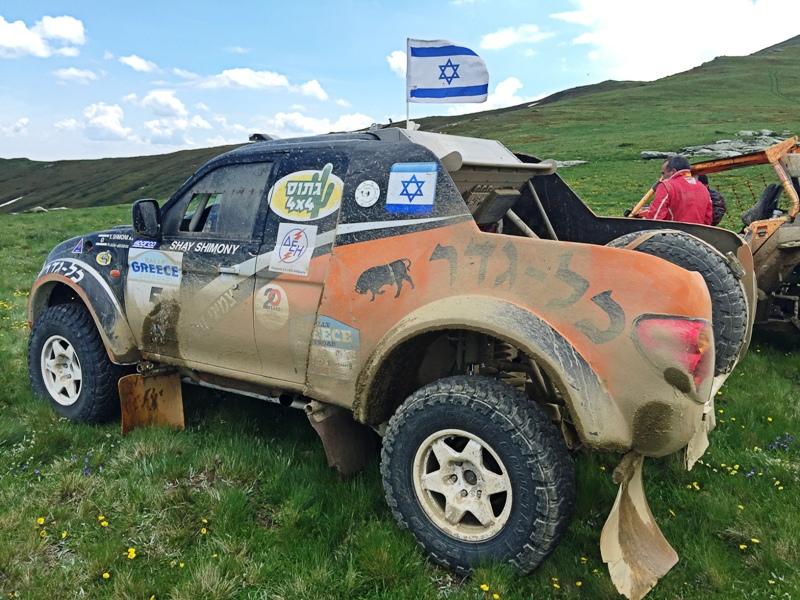 מיצובישי האנטר עם מנוע קורבט של שי שמעוני, צוות גתוס כל גדרהמשתתף עם דגל ישראל בראלי יוון 2015